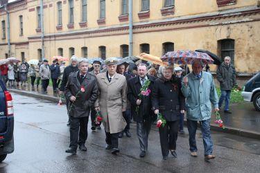 8 мая в 12:00 состоялась ежегодная церемония возложения цветов к вечному огню
