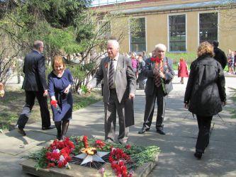 Состоялась ежегодная торжественная церемония возложения цветов к вечному огню у памятника, сооруженного в честь сотрудников НПО ЦКТИ, погибших в годы Великой Отечественной войны