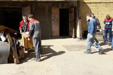 """17 мая в ОАО """"НПО ЦКТИ"""" состоялся субботник по благоустройству территории и уборке служебных помещений"""