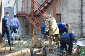 26 апреля на территории ОАО «НПО ЦКТИ» состоялся субботник по благоустройству территории и уборке служебных помещений